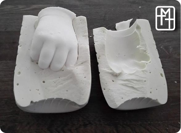 le moulage des empreintes de pieds de mains maman teste tout maman teste tout. Black Bedroom Furniture Sets. Home Design Ideas