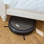 L'aspirateur robot peut passer sous un meuble